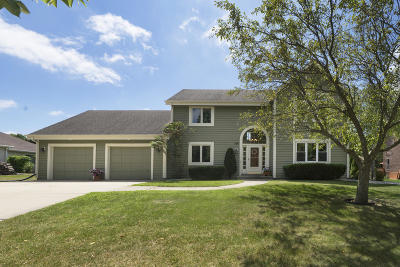 Waukesha Single Family Home For Sale: 3407 Rolling Ridge Dr