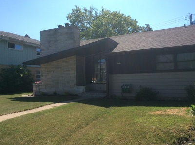 Milwaukee Single Family Home For Sale: 4427 N 76th St
