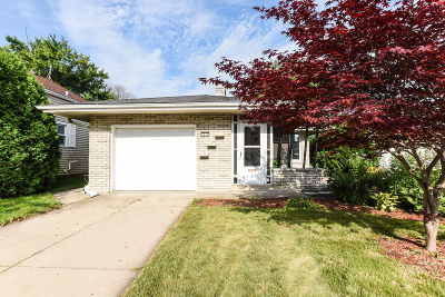 Milwaukee County Single Family Home For Sale: 5817 S Quality Ave