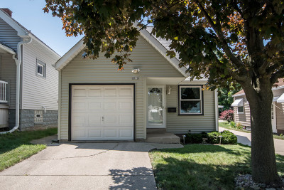 West Allis Single Family Home For Sale: 2373 S 83rd St