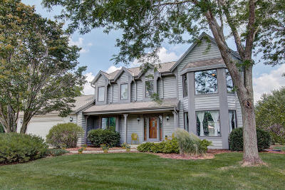 Hartland Single Family Home Active Contingent With Offer: W282n7556 Pawling Pl
