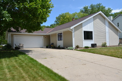 Milwaukee County Single Family Home For Sale: 7552 S Drake Ln