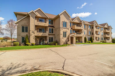 Waukesha Condo/Townhouse Active Contingent With Offer: 2912 N University Dr #105