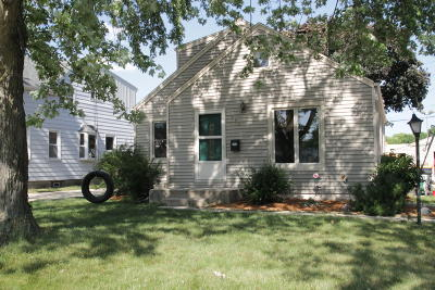 West Allis Single Family Home For Sale: 922 S 109th St