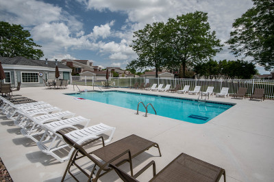 Pewaukee Condo/Townhouse Active Contingent With Offer: N16w26880 Conservancy Dr #G