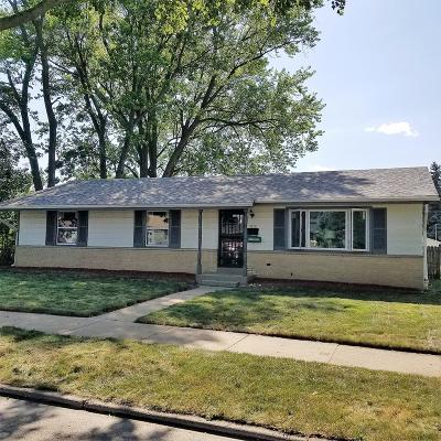 Milwaukee Single Family Home For Sale: 5635 N 78th Street