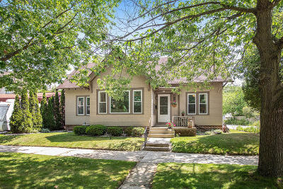 Sheboygan Single Family Home Active Contingent With Offer: 513 Lincoln Ave