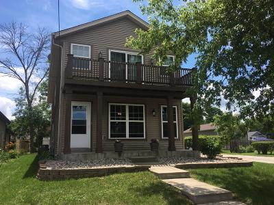 Pewaukee Single Family Home For Sale: W268n2790 Water St