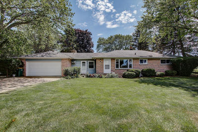 Milwaukee County Single Family Home For Sale: 1431 E Golden Ln