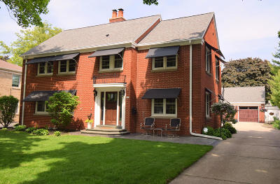Wauwatosa Single Family Home For Sale: 820 Windsor Ct