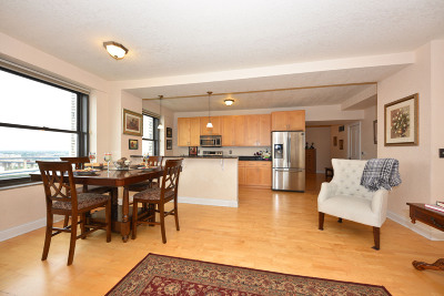 Milwaukee County Condo/Townhouse For Sale: 606 W Wisconsin Ave #1401