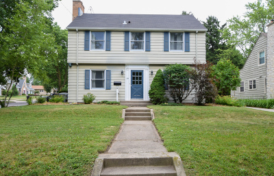 Waukesha Single Family Home For Sale: 69 Columbia Ave