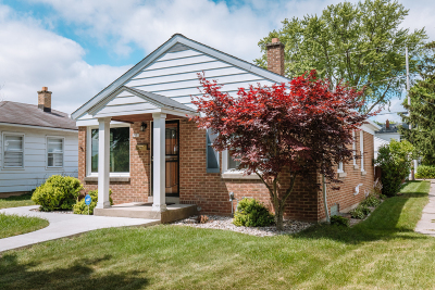 Milwaukee Single Family Home For Sale: 2951 N 88th St
