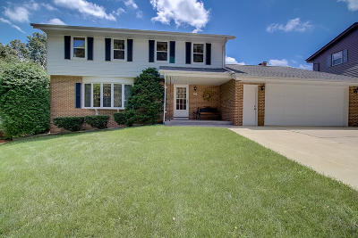 West Bend Single Family Home For Sale: 1213 Chapel Hill Pl