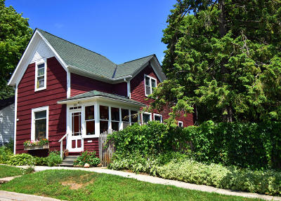 Hartford Single Family Home For Sale: 208 Sixth St