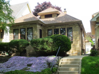 Milwaukee County Single Family Home For Sale: 3348 S New York Av