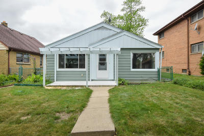 Milwaukee Single Family Home For Sale: 4257 N 75th St