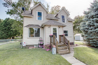 Slinger Single Family Home Active Contingent With Offer: 107 Chestnut St