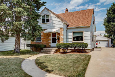Milwaukee WI Single Family Home For Sale: $159,900