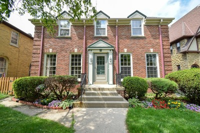 Shorewood Condo/Townhouse For Sale: 4119 N Woodburn St