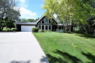 Waukesha Single Family Home Active Contingent With Offer: S42w25084 Oakview Dr