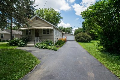 Delavan WI Single Family Home Active Contingent With Offer: $119,900