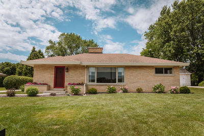 Wauwatosa Single Family Home For Sale: 2225 N 122nd St