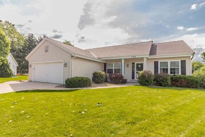Pewaukee Single Family Home Active Contingent With Offer: 1366 Lake Park Ct