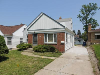Milwaukee Single Family Home For Sale: 4744 S 7th St