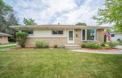 Milwaukee WI Single Family Home For Sale: $199,900