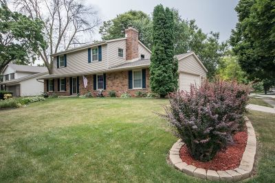 Waukesha Single Family Home Active Contingent With Offer: 1829 Ruben Dr