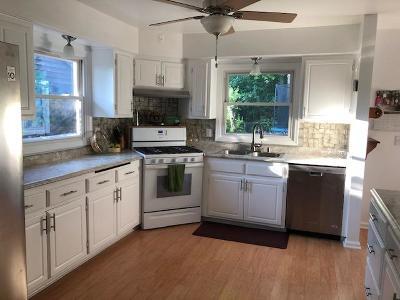 Waukesha Single Family Home For Sale: 2121 Easy St