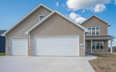 Kewaskum Single Family Home For Sale: 764 Glacial Ln