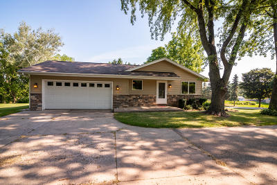 West Bend Single Family Home For Sale: 4010 Lake Dr