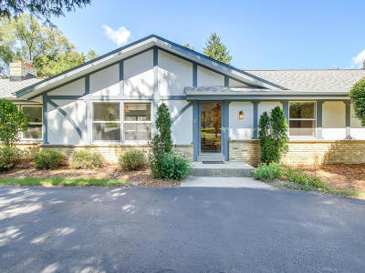 Cedarburg Single Family Home For Sale: 7318 W Devonshire Dr