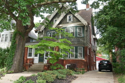 Milwaukee Single Family Home For Sale: 3274 N Downer Ave