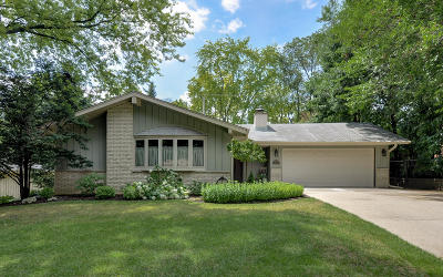 Waukesha WI Single Family Home Active Contingent With Offer: $259,900