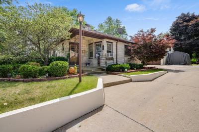 Kenosha Single Family Home Active Contingent With Offer: 7800 7th Ave