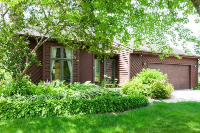 West Bend Single Family Home Active Contingent With Offer: 5475 E Overlook Cir