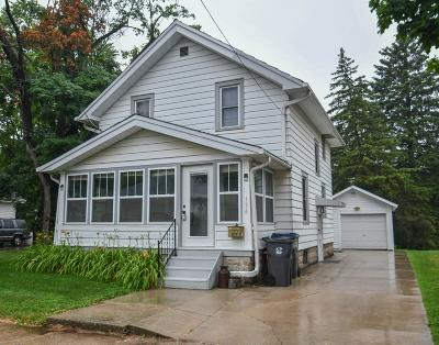 Waukesha Single Family Home For Sale: 136 Waverly Pl