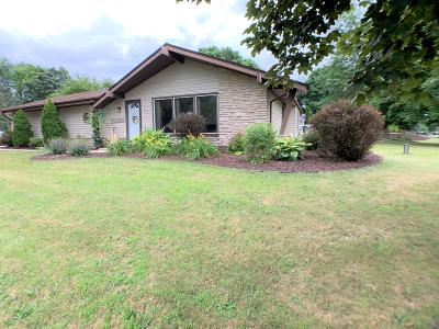 Pewaukee Single Family Home Active Contingent With Offer: N49w27759 S Courtland Cir