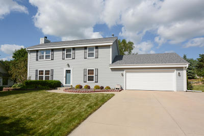 Hartland Single Family Home Active Contingent With Offer: 1020 Eton Ct