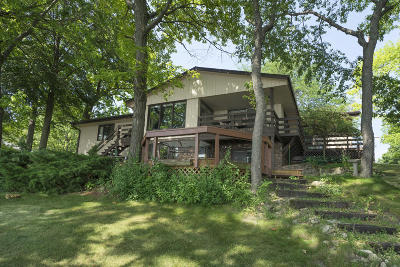 Delafield Single Family Home For Sale: 904 Hawks Hollow