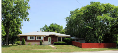 Single Family Home For Sale: 6778 N Burbank Ave