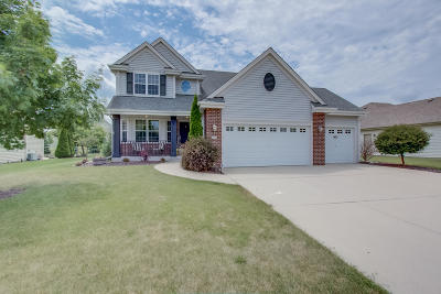 West Bend Single Family Home For Sale: 1717 Prairie Dr