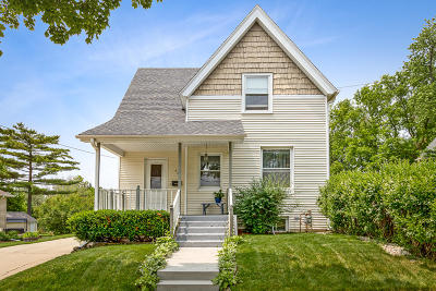 Milwaukee WI Single Family Home For Sale: $249,900