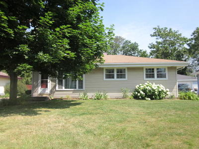 Racine Single Family Home Active Contingent With Offer: 2622 6 Mile Rd