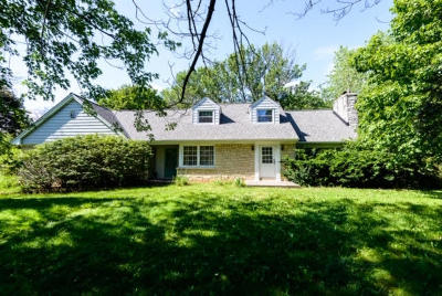 Bayside Single Family Home Active Contingent With Offer: 810 E Ellsworth Ln