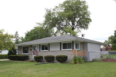 Menomonee Falls Single Family Home Active Contingent With Offer: W148n8233 University Dr