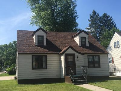 Menominee Single Family Home For Sale: 2001 16th Ave